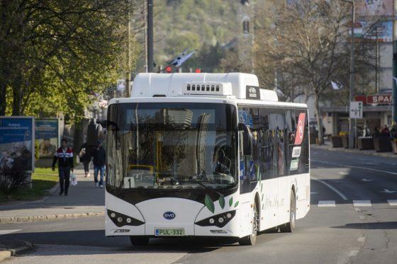 Kiemelt archív fotó: Salgótarján első, a tömegközlekedésben forgalomba állított elektromos autóbusza 2019. április 15-én (Fotó: MTI/Komka Péter)
