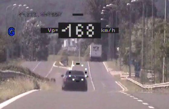 Gyorshajtó a 21-es számú főúton, Vizslás-Újlaknál (Fotó: Nógrád Megyei Rendőr-főkapitányság)