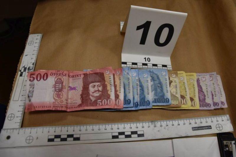 Egy kocsmai vendégtől pénztárcát vette el, a rendőrségi felvételen a zsákmány, mely kevesebb mint tíz percig volt a kezében (Archív fotó: Nógrád Megyei Rendőr-főkapitányság)