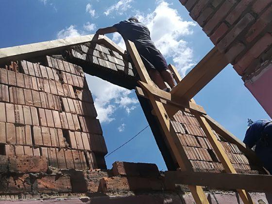Épül az új tető (Forrás: Szent Ferenc Szegényei Alapítvány)