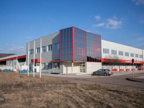 3100.hu Fotó: A Palóc Nagykereskedelmi Kft. egykori raktáráruháza a salgótarjáni Ipari Parkban