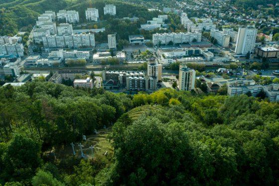 Salgótarján belvárosa, előtérben a Szent Imre-hegy (3100.hu Fotó: Komka Péter)