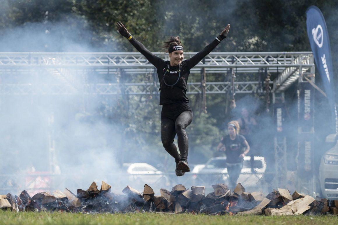 Pillanatkép a Spartan Race nemzetközi extrém akadályverseny salgótarjáni futamáról (Fotó: MTI/Komka Péter)