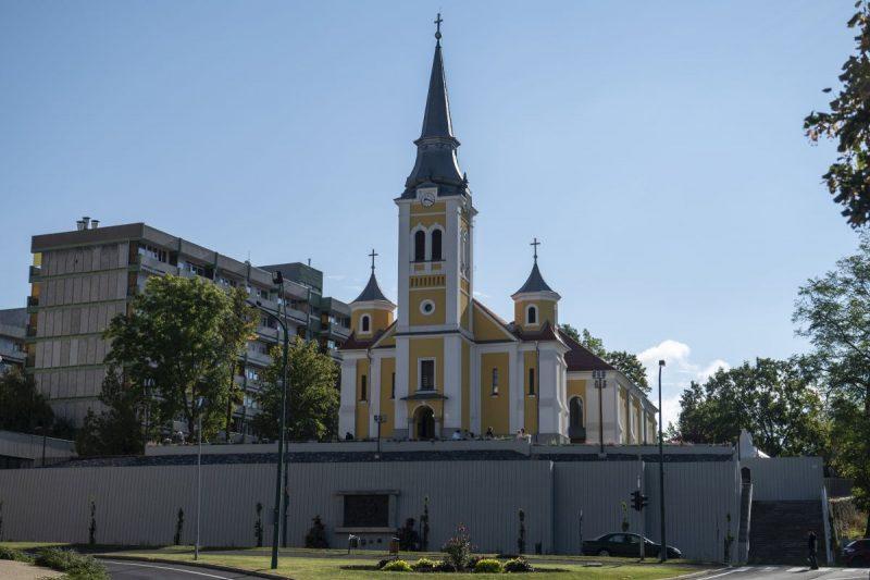 A megújult salgótarjáni fõplébániatemplom 2021. szeptember 18-án. (Fotó: MTI/Komka Péter)