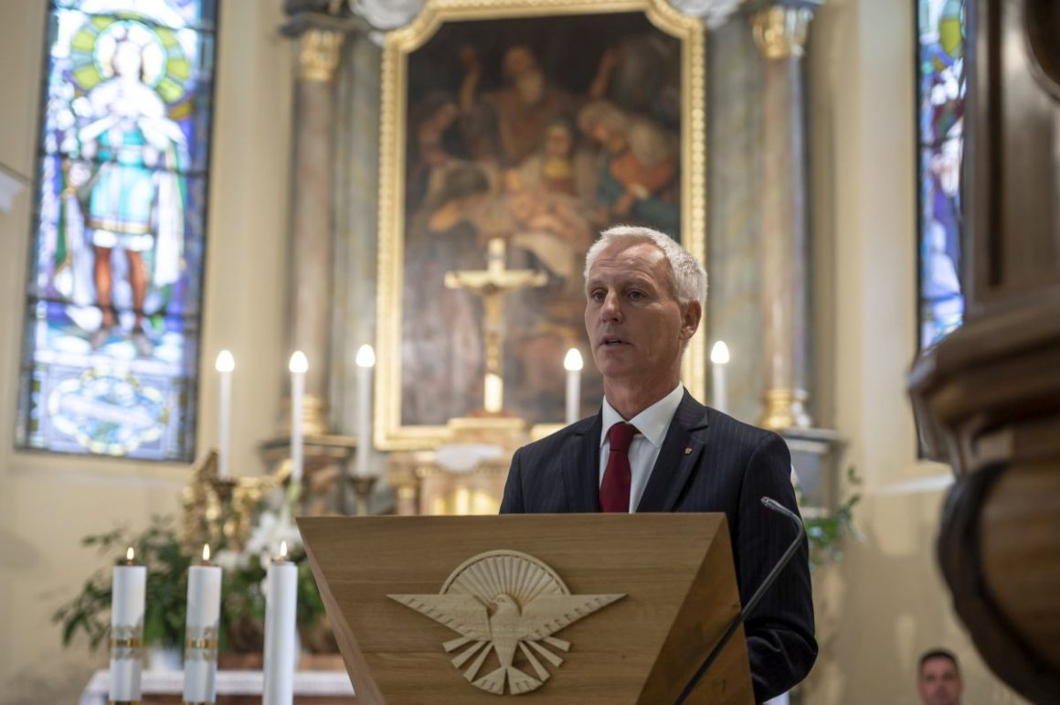Soltész Miklós, a Miniszterelnökség egyházi és nemzetiségi kapcsolatokért felelõs államtitkára (Fotó: MTI/Komka Péter)