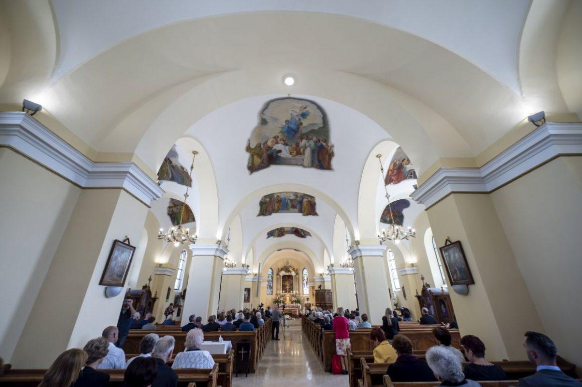 A megújult Kisboldogasszony-templom belseje (Fotó: MTI/Komka Péter)